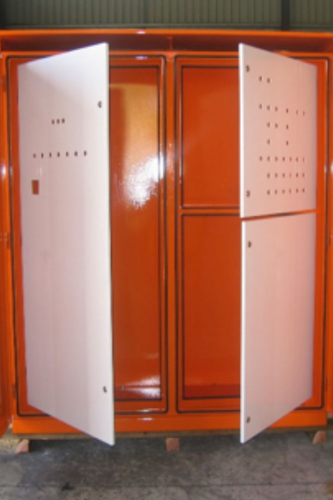 Cabinets without thermal management